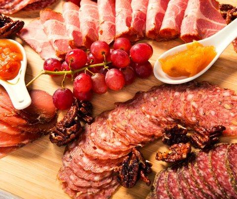 Vente plateau raclette fromage charcuterie livraison ou à emporter à La Tour-du-Pin et alentours